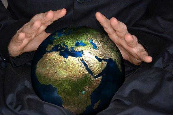 地球を占う姿